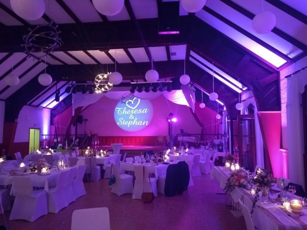 Schloßsaal Bühl Ambiente-Beleuchtung mit Individueller Wandprojektion